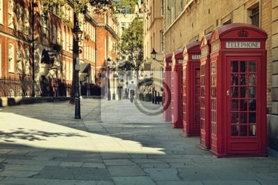 Rue avec un cabines téléphoniques rouges Traditionnel, Londres.
