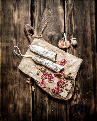 Posters Salami aromatisé à l'ail et aux épices.