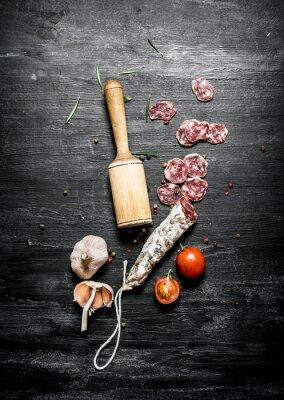 Posters Salami épicé aux tomates et à l'ail.