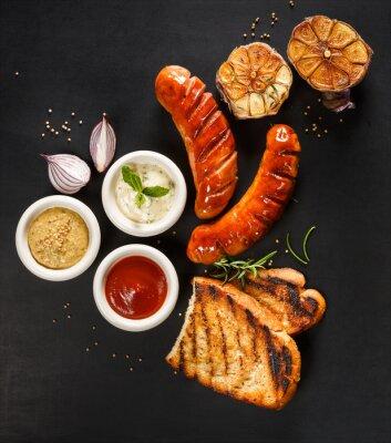 Posters Saucisses grillées avec différents types de trempettes