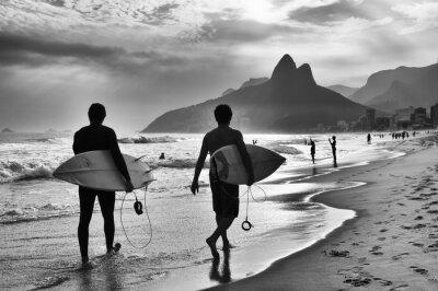 Posters Scénique, noir, blanc, vue, Rio, Janeiro, Brésil, brésilien, surfeurs, marche, long, rivage, Ipanema, plage