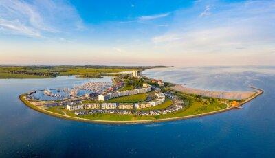 Posters Schöne Hafenanlage auf der Insel Fehmarn als attraktives Urlaubsziel
