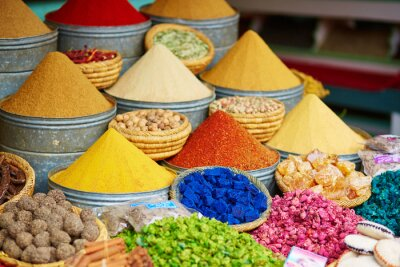 Posters Sélection d'épices sur un marché marocain