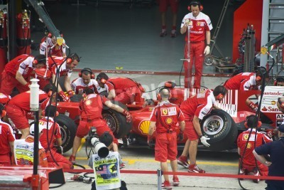 Posters Sepang F1 Circuit, Malaysia - April 2, 2010 - The crew of Scuderia Ferrari Marlboro F1 racing team practicing tyres change during Petronas Malaysian Grand Prix 2010 April 2-4, Sepang.