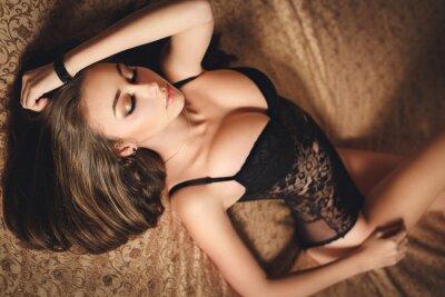 Posters Sexy jeune fille en lingerie noire