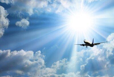 Posters Silhouette de l'avion avec un beau ciel