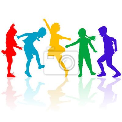 Silhouettes colorées d'enfants heureux de jouer