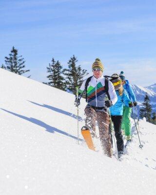 Posters Skitourengeher légende eine frische Spur im Pulverschnee