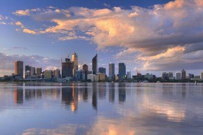 Posters Skyline de Perth, en Australie à travers la rivière Swan au coucher du soleil