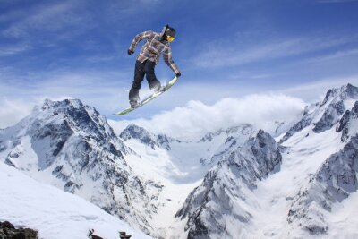 Posters Snowboard saut sur les montagnes. Sport extrême.