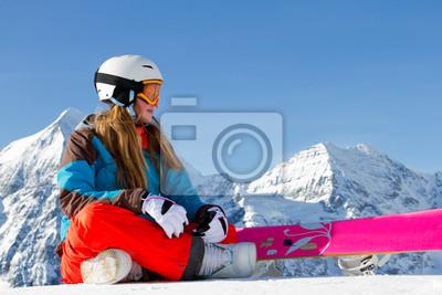 Sports d'hiver - portrait de jeune fille de snowboarder