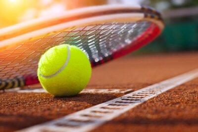 Posters .Tennis balle sur un court de tennis