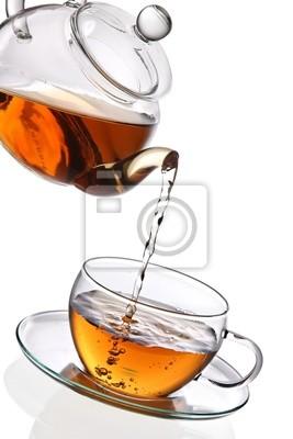 Thé versé dans la tasse de thé