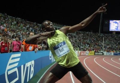 Posters Thessalonique, Grèce - Septembre 12,2009: Usain Bolt termine premier au 100m hommes pour l'événement principal du monde d'athlétisme de l'IAAF finale au Stade Kaftatzoglio