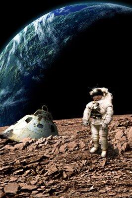 Posters Un astronaute échoué examine sa situation - Éléments de cette image fournis par la NASA.
