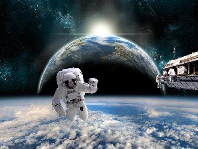 Posters Une équipe d'astronautes travaille sur une station spatiale - Eléments de cette image fournis par la NASA.