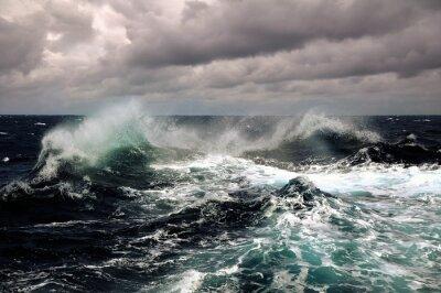 Posters vagues de la mer dans l'océan Atlantique au cours de la tempête
