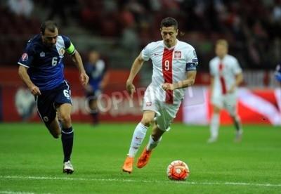 Posters Varsovie, Pologne - 7 septembre 2015: EURO 2016 France Football Euro Cup Qualifiers Pologne vs Gibraltarop Roy Chipolina Robert Lewandowski
