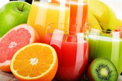 Posters Verres de jus de fruits assortis. Diète de désintoxication