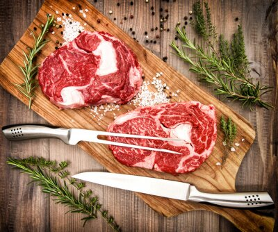 Posters Viande fraîche de bœuf Ribeye aux herbes et aux épices. Style rétro