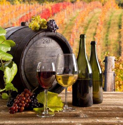 Posters Vin nature morte, le verre, le jeune vigne et grappe de raisin