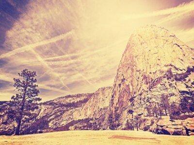 Posters Vintage stylisée fond la nature de montagne, USA.