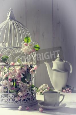 Posters Vintage thé l'après-midi avec cage remplie de fleurs de printemps