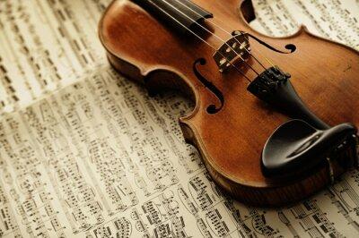 Posters violon vieux et rares sur une feuille de note
