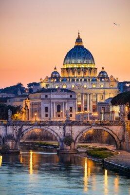 Posters Vue de nuit de la Basilique Saint-Pierre à Rome, Italie