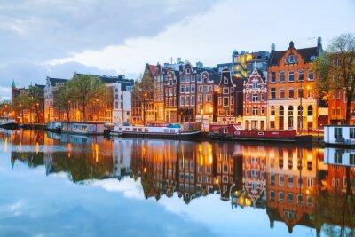 Posters Vue nocturne de la ville d'Amsterdam, aux Pays-Bas