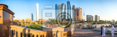 Posters Vue panoramique de l'horizon d'Abu Dhabi au coucher du soleil, Émirats arabes unis