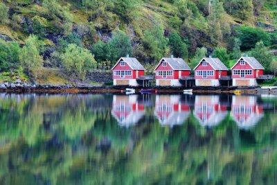 Posters Vue panoramique du lac et de la pêche cabanes à Flam, Norvège