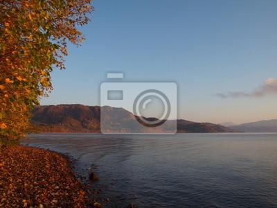洞 爺 湖 紅葉 の 朝