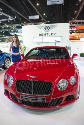 Posters BANGKOK - Le 28 Novembre: Bentley Continental GT Speed sur l'affichage lors de la 30e Expo internationale 2013 Motor Thaïlande à Bangkok, en Thaïlande.