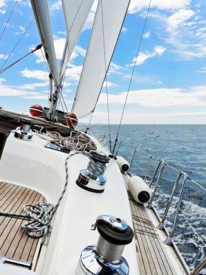 Posters yacht est des bordées dans la mer Adriatique