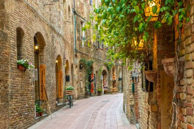 Sticker Alley dans la vieille ville de San Gimignano en Toscane Italie