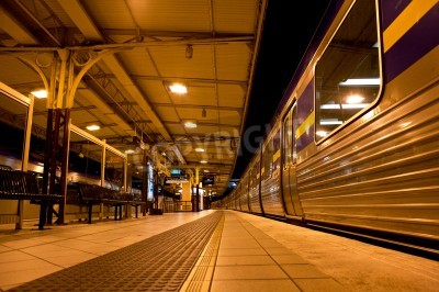 Sticker Arrêt du train à la gare de la nuit