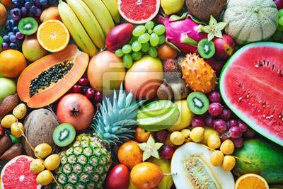 Sticker Assortiment de fruits tropicaux mûrs colorés. Vue de dessus