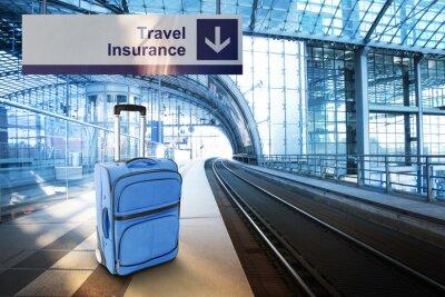 Sticker Assurance Voyage. Bleu valise à la gare de chemin de fer