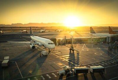 Sticker Avion à la borne de grille à l'aéroport international