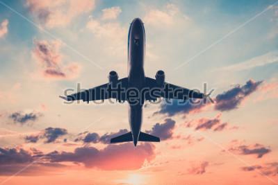Sticker avion sur ciel coucher de soleil - avion, jet sur fond de ciel panoramique