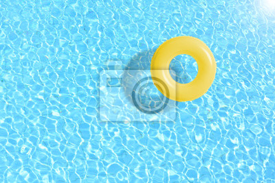 Sticker Bague de piscine jaune flottante en eau bleue. Concept couleur été.