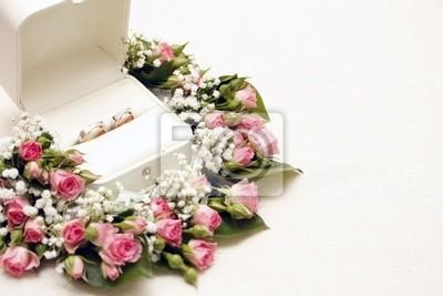 bagues de mariage et de roses