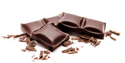 Sticker Barres de chocolat noir avec des miettes empilent isolés sur un fond blanc