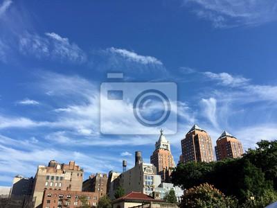 Bâtiments à la place de l'Union avec ciel bleu nuageux