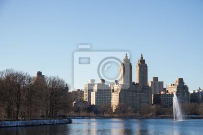 Bâtiments à Manhattan et lac à Central Park