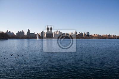Bâtiments à Manhattan sur le lac à Central Park