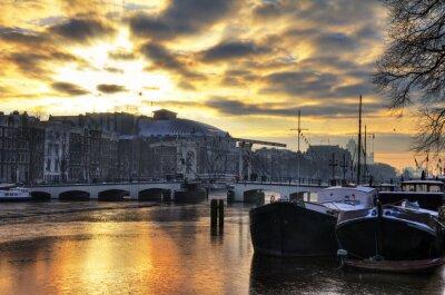 Sticker Beau panorama d'hiver de la rivière Amstel et le Pont maigre à Amsterdam, aux Pays-Bas. HDR