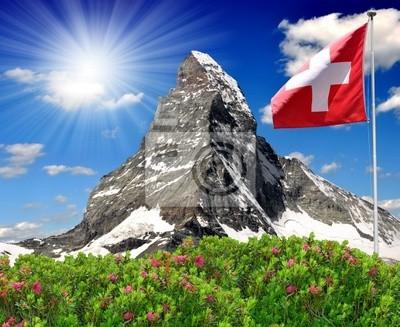 Belle montagne Matterhorn avec le drapeau suisse - Alpes suisses