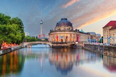 Sticker Berlin, le musée Bode avec la réflexion dans Spree, Allemagne
